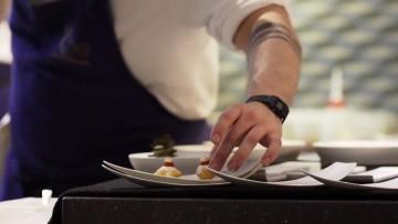 Casa Perbellini, ristorante due stelle Michelin a Verona. Chef Perbellini, una delle migliori firme della ristorazione italiana e della cucina creativa di eccellenza, piatti di innovazione e tradizione in un ristorante di lusso e cucina a vista